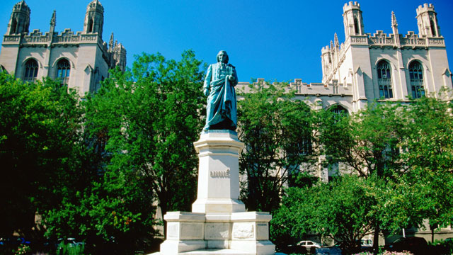 PHOTO: Linne statue and building, University of Chicago.