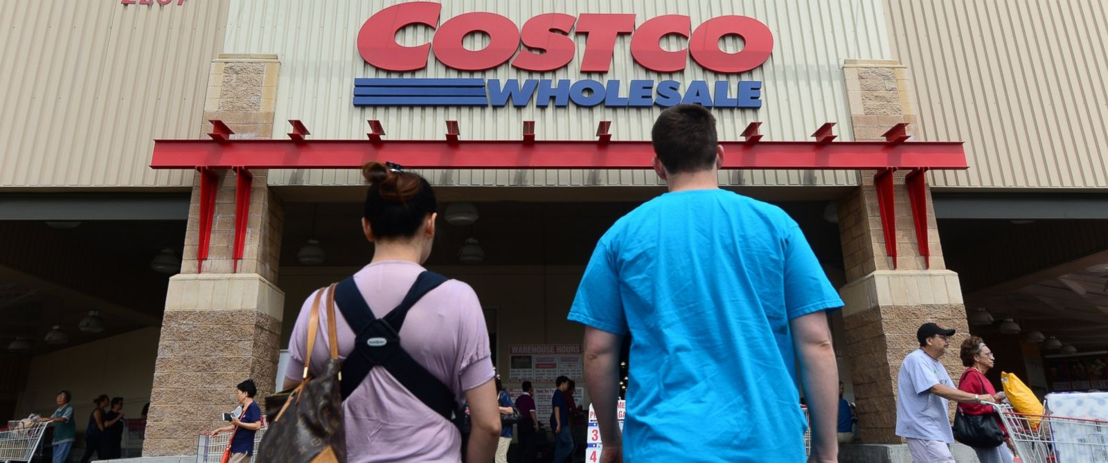 PHOTO: A couple make their way toward the entrance of a Costco store in Alhambra, Calif. on June 2, 2013.