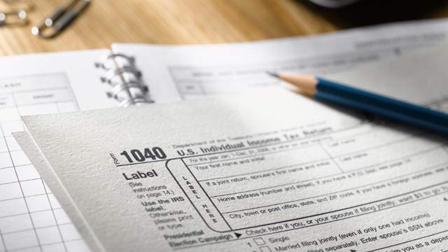 PHOTO: 1040 income tax form