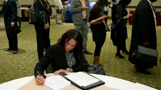 PHOTO: Veronica Floyd fills out a job application at a National Career Fairs job fair in Arlington, Va., Jan. 30, 2013.