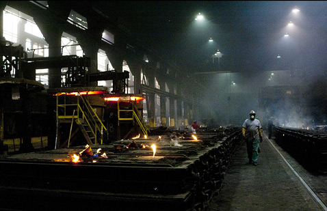 gty ohio steel foundry ll 120426 wblog Today in Pictures: Philippine Slum, Ohio Steel, Rep. Paul Ryan