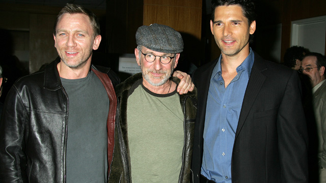 "PHOTO: Daniel Craig, Steven Spielberg and Eric Bana during Los Angeles Private Screening of Universal's ""Munich"" - Arrivals at The Academy of Motion Picture Arts and Sciences in Beverly Hills, California."