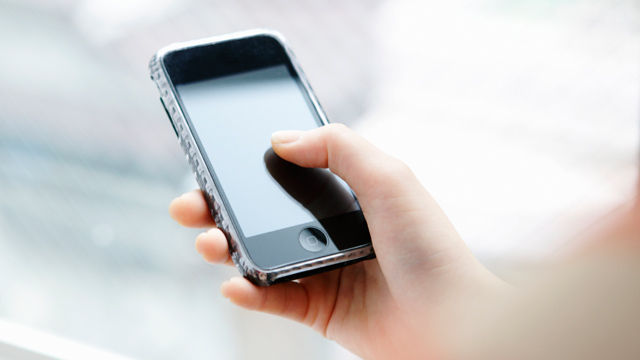 The 10 Dumbest Risks People Take With Their Smartphones ...