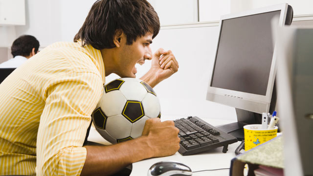 PHOTO: Computer privacy advocates warn, checking sports scores online from the office can land you in the slammer.