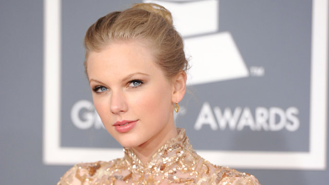 PHOTO: Taylor Swift Can't Make Teen's Prom, but Asks Him to the ACM Awards