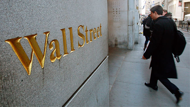 PHOTO: Wall Street sign outside New York Stock Exchange