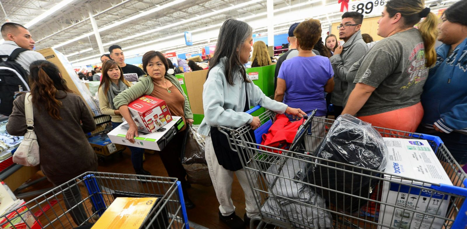 PHOTO: People get an early start on Black Friday shopping deals at a Walmart Superstore on November 22, 2012 in Rosemead, California.