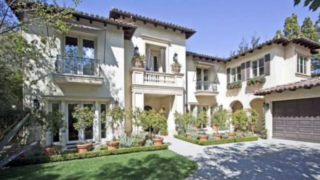 8 celebrity homes sold with a loss from california to new for Stars houses in la