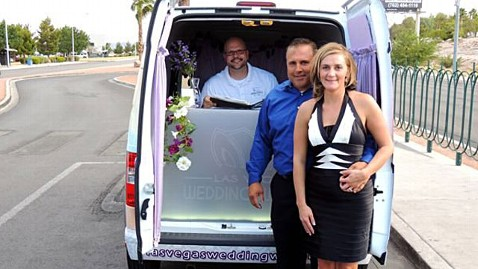 ht las vegas wedding wagon lpl 120723 wblog New to Vegas: The Drive by Wedding