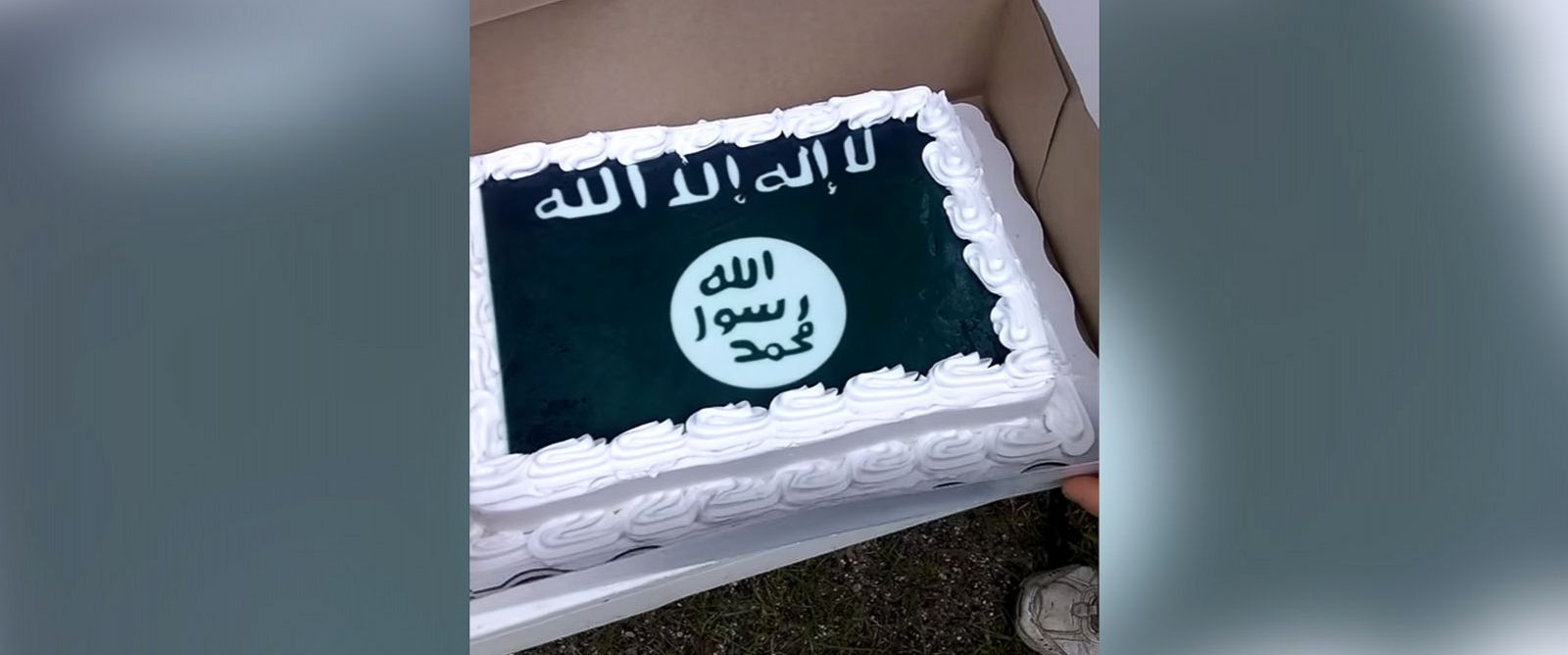 PHOTO: A Walmart store mistakenly baked a man a cake with an ISIS flag design.