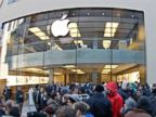 PHOTO: People crowd in front of an Apple store in Munich, Germany, in this March 16, 2012 photo.