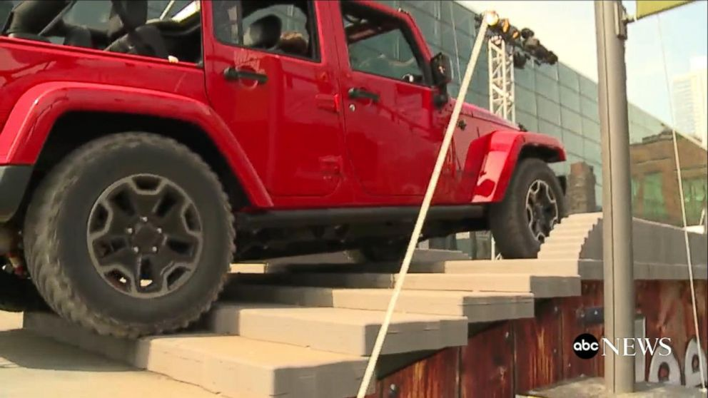 new york auto show the jeep experience video abc news. Black Bedroom Furniture Sets. Home Design Ideas