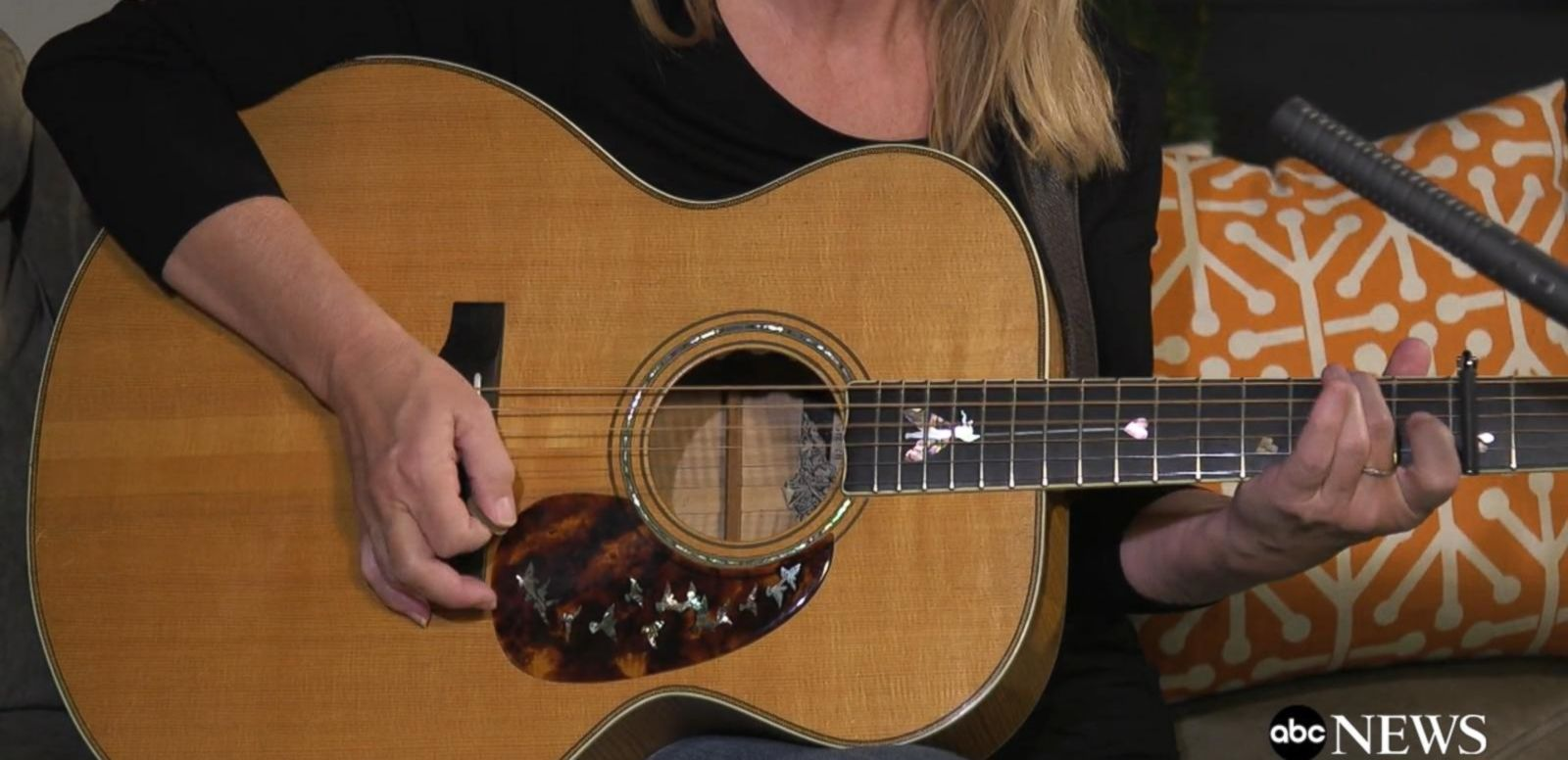 VIDEO: Mary Chapin Carpenter Performs 'The Blue Distance'
