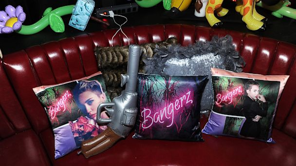"""PHOTO: Miley Cyrus attends the official album release party for """"Bangerz"""" at The General, Oct. 8, 2013, in New York City."""