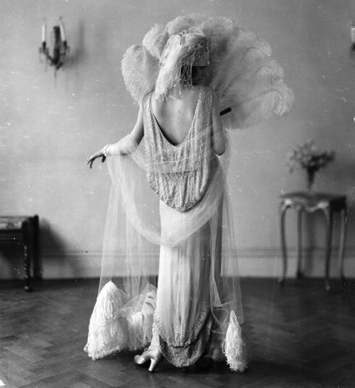 1920s Formal Wear Women Roared: 1920s evening wear