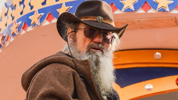 PHOTO: Si Robertson attends the 87th Annual Macys Thanksgiving Day Parade, Nov. 28, 2013 in New York.