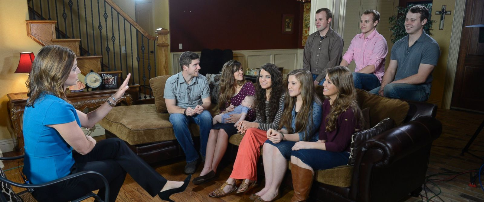 """PHOTO: Paula Faris from """"Good Morning America"""" talks to members of the controversial Duggar family of """"19 Kids and Counting"""" from their Arkansas home, who will be returning to television with a new reality show on TLC."""
