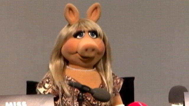 VIDEO: Miss Piggy slams Fox News Channel during press junket for The Muppets.