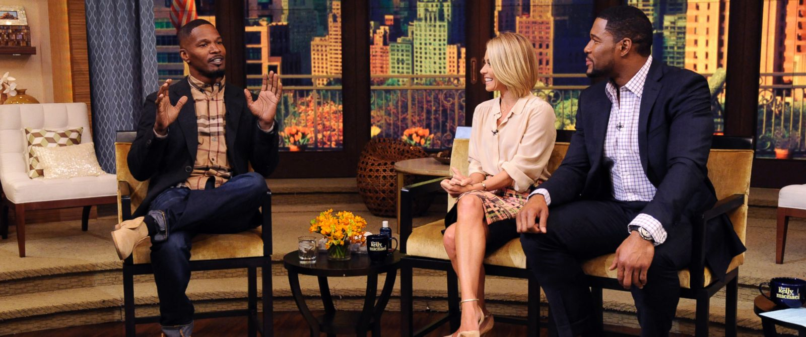 "PHOTO: Jamie Foxx speaks with Kelly Ripa and Michael Strahan on ""Live! with Kelly and Michael"""