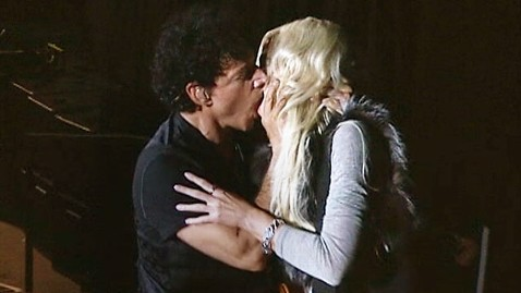 ABC michaele salahi kiss dm 111018 wblog Michaele Salahis On Stage Makeout