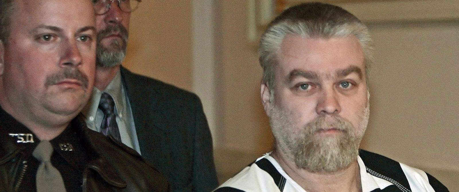 PHOTO: Steven Avery, right, is escorted and being charged with killing Teresa Halbach, into a Manitowoc County Courtroom for his preliminary hearing, Dec. 6, 2005, in Manitowoc, Wis.