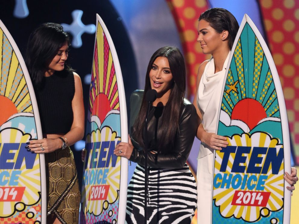PHOTO: Kylie Jenner, left, Kim Kardashian, center, and Kendall Jenner accept the award for choice reality show for Keeping Up with the Kardashians at the Teen Choice Awards at the Shrine Auditorium, Aug. 10, 2014, in Los Angeles.