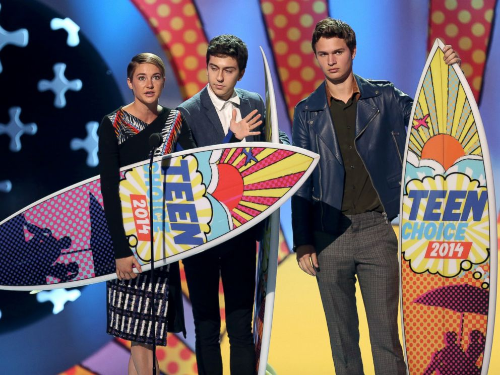 PHOTO: Shailene Woodley, from left, Nat Wolff and Ansel Elgort accept the award for choice movie: drama for The Fault In Our Stars at the Teen Choice Awards at the Shrine Auditorium, Aug. 10, 2014, in Los Angeles.