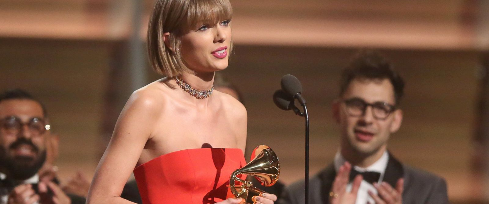 PHOTO: Taylor Swift accepts the award for album of the year for ?1989? at the 58th annual Grammy Awards on Monday, Feb. 15, 2016, in Los Angeles.