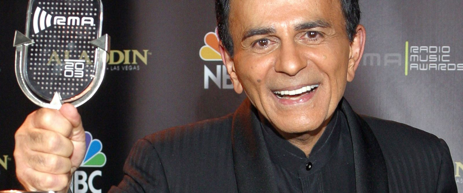 PHOTO: Casey Kasem poses for photographers after receiving the Radio Icon award during The 2003 Radio Music Awards in Las Vegas in this Oct. 27, 2003 file photo.