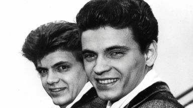 PHOTO: In this April 1, 1960 file photo, Phil, left, and Don of the Everly Brothers arrive at London Airport from New York to begin their European tour.