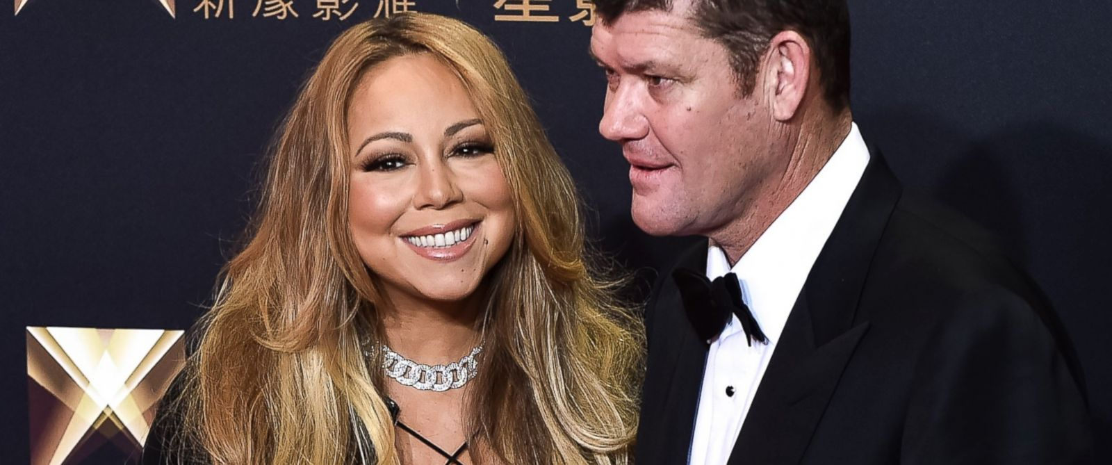 PHOTO: Mariah Carey and James Packer stand on the red carpet ahead of the opening ceremony of the Studio City casino resort in Macau, Oct. 27, 2015.