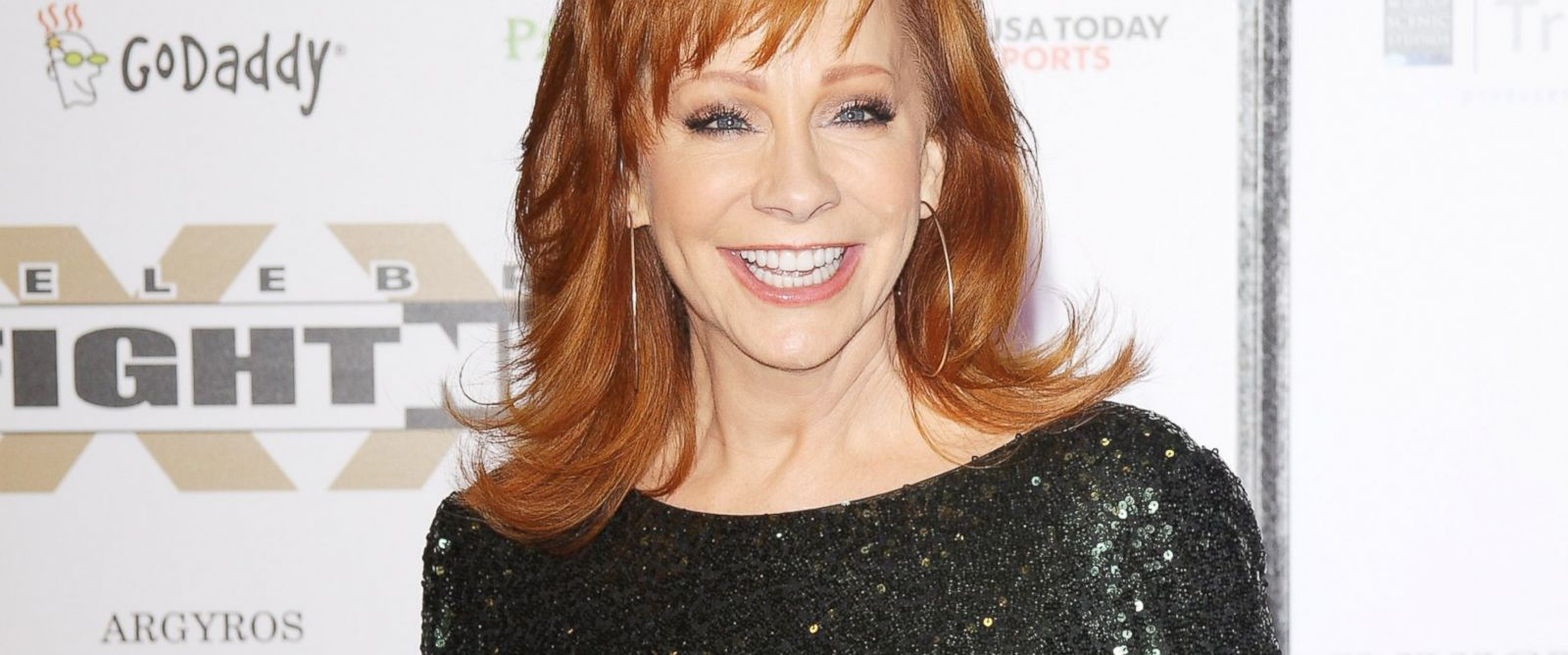 photo reba mcentire arrives at muhammad alis celebrity fight night