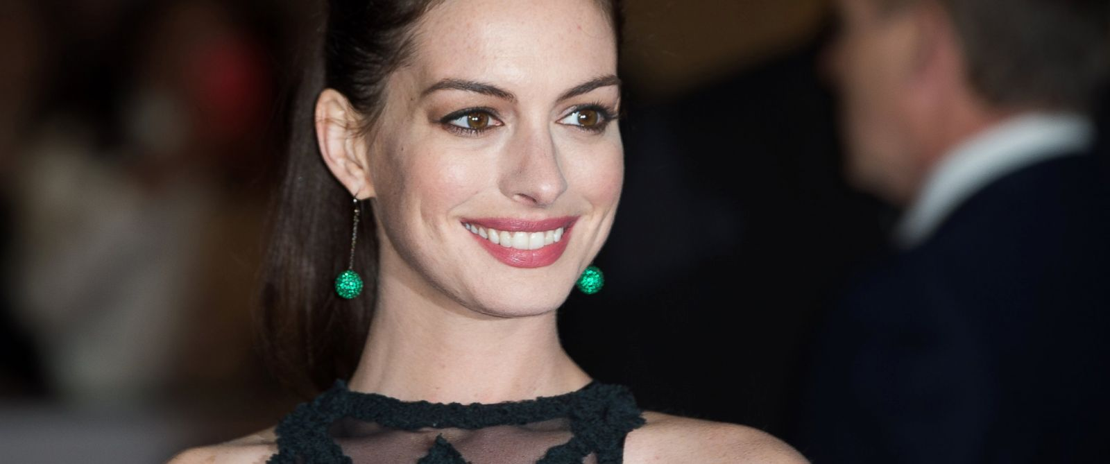 """PHOTO: Anne Hathaway attends the UK Premiere of """"The Intern"""" at Vue West End, Sept. 27, 2015 in London."""