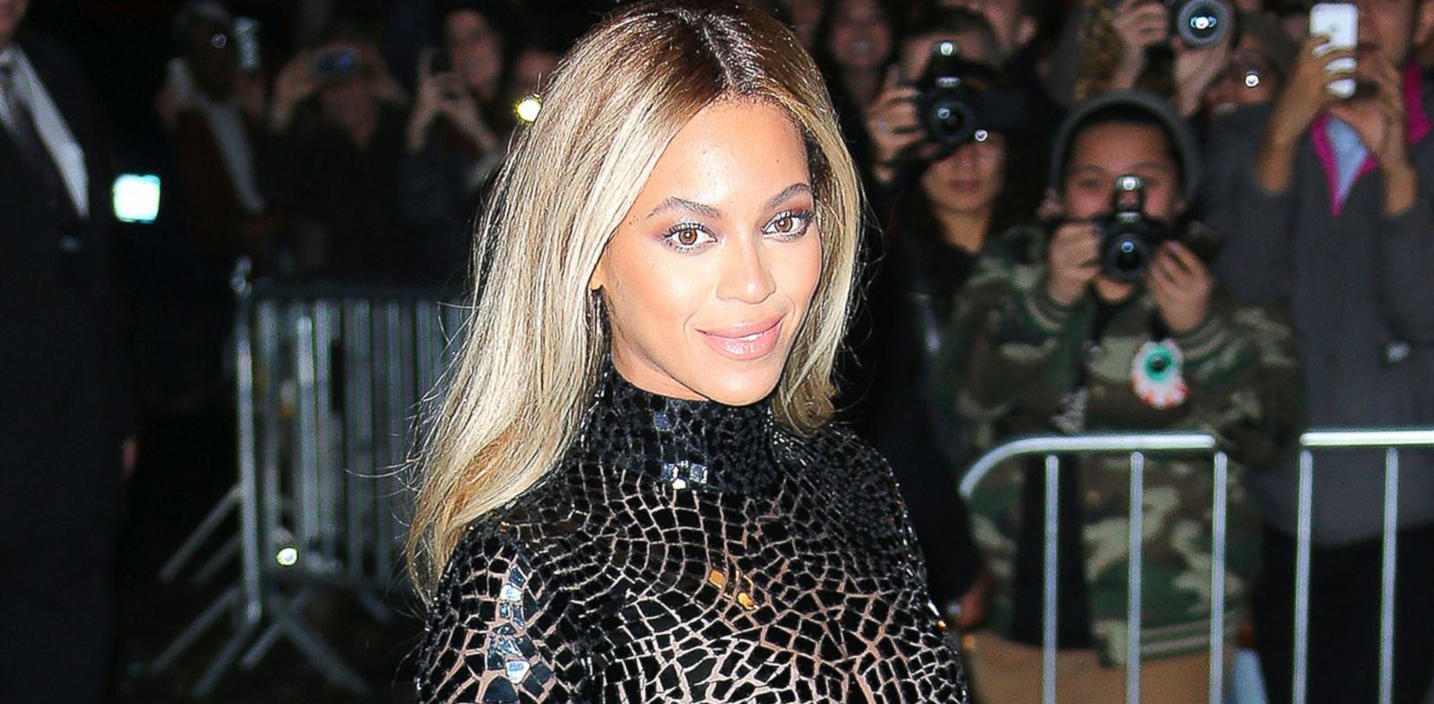 PHOTO: Beyonce is seen in New York City, Dec. 21, 2013.