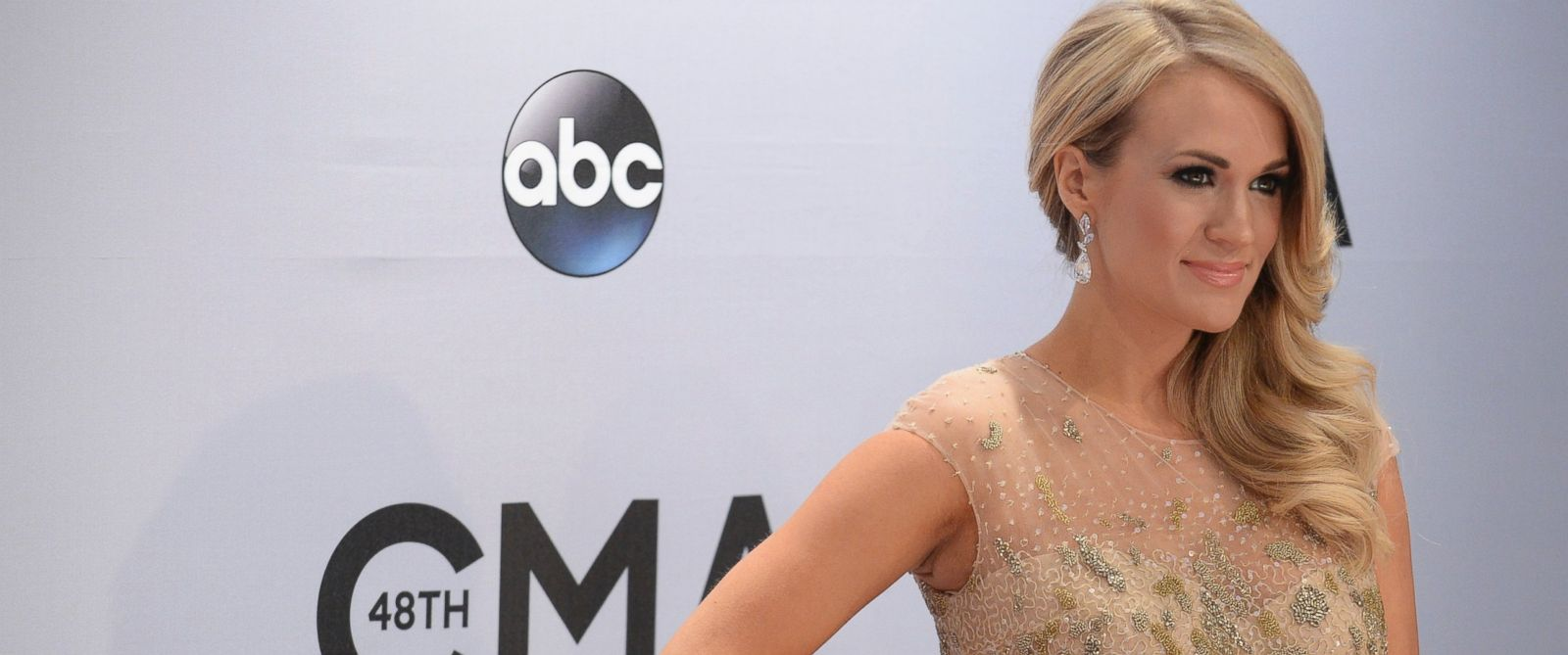 PHOTO: Carrie Underwood arrives at the 48th Annual CMA Awards at the Bridgestone Arena in Nashville