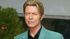 ' ' from the web at 'http://a.abcnews.go.com/images/Entertainment/GTY_david_bowie_jef_160114_16x9t_240.jpg'