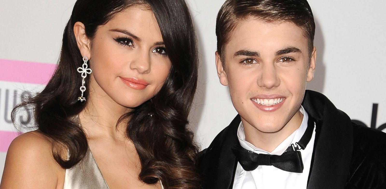 PHOTO: Selena Gomez and Justin Bieber arrives at the 2011 American Music Awards at Nokia Theatre L.A. Live, Nov. 20, 2011, in Los Angeles.