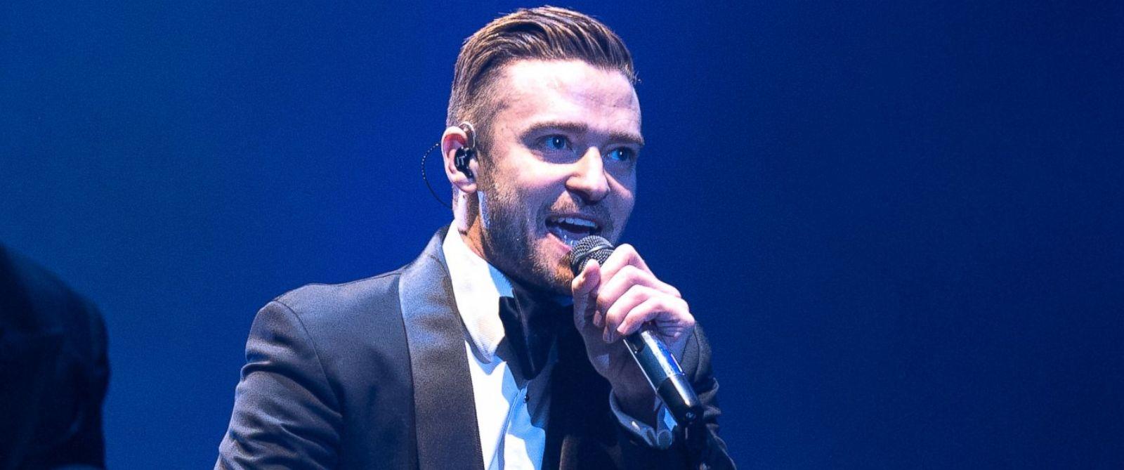 PHOTO: Justin Timberlake performs at Stade de France in Paris, April 26, 2014.