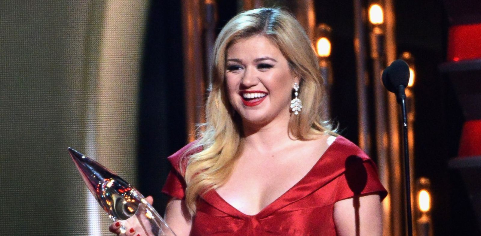 PHOTO: In this file photo, Kelly Clarkson is pictured on Nov. 6, 2013 in Nashville, Tenn.