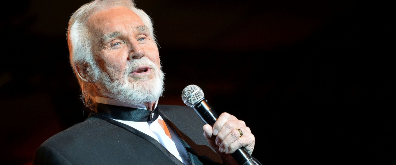 PHOTO: Kenny Rogers performs onstage during Muhammad Alis Celebrity Fight Night XX held at the JW Marriott Desert Ridge Resort & Spa, April 12, 2014, in Phoenix.