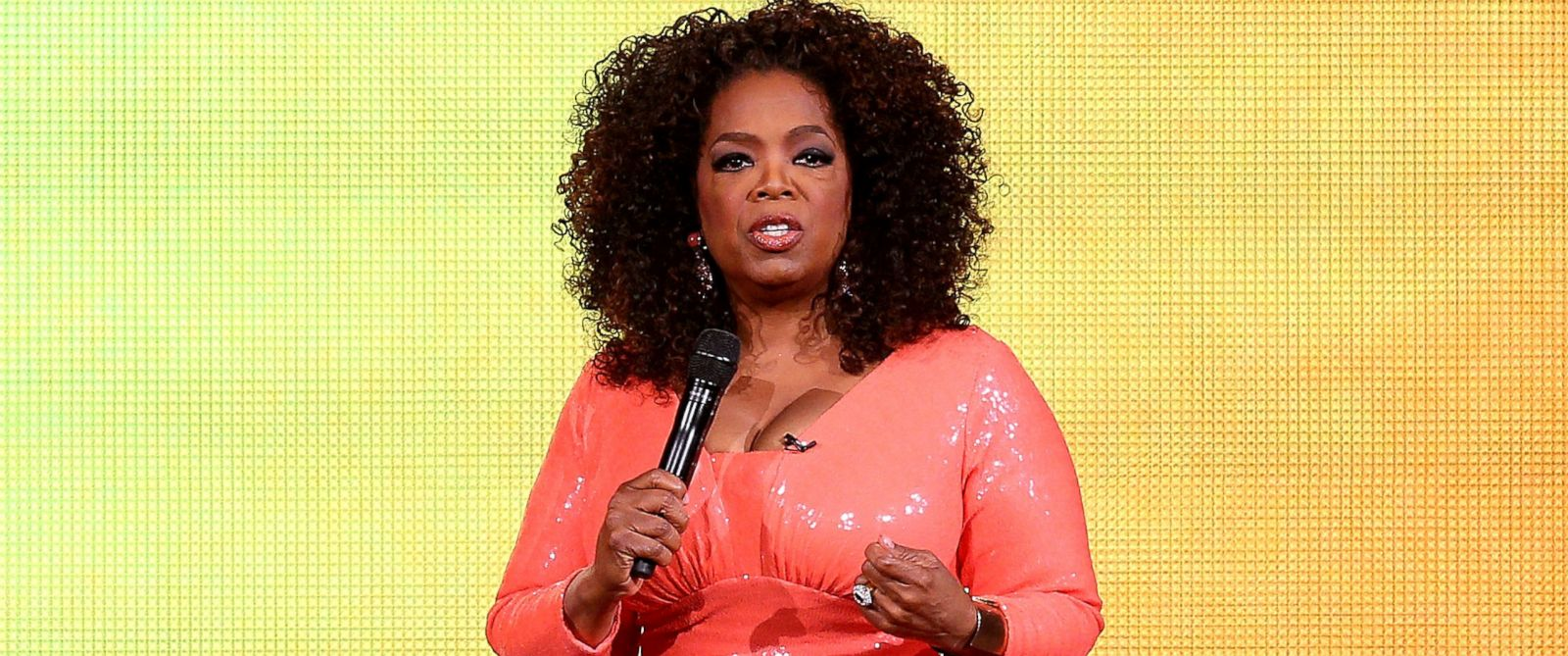 PHOTO: Oprah Winfrey talks on stage during her An Evening With Oprah tour, Dec. 2, 2015, in Melbourne, Australia.
