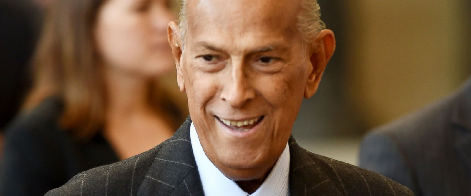 PHOTO: Fashion designer Oscar de la Renta attends the official opening of The Costume Institutes new Anna Wintour Costume Center at The Metropolitan Museum of Art, May 5, 2014, in New York.