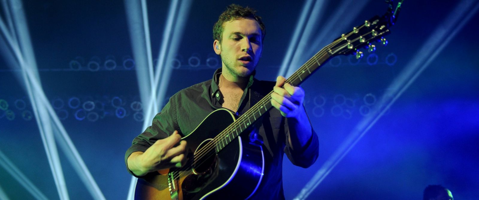 PHOTO: Phillip Phillips performs at Hard Rock Live! in the Seminole Hard Rock Hotel & Casino, Nov. 15, 2014 in Hollywood, Florida.