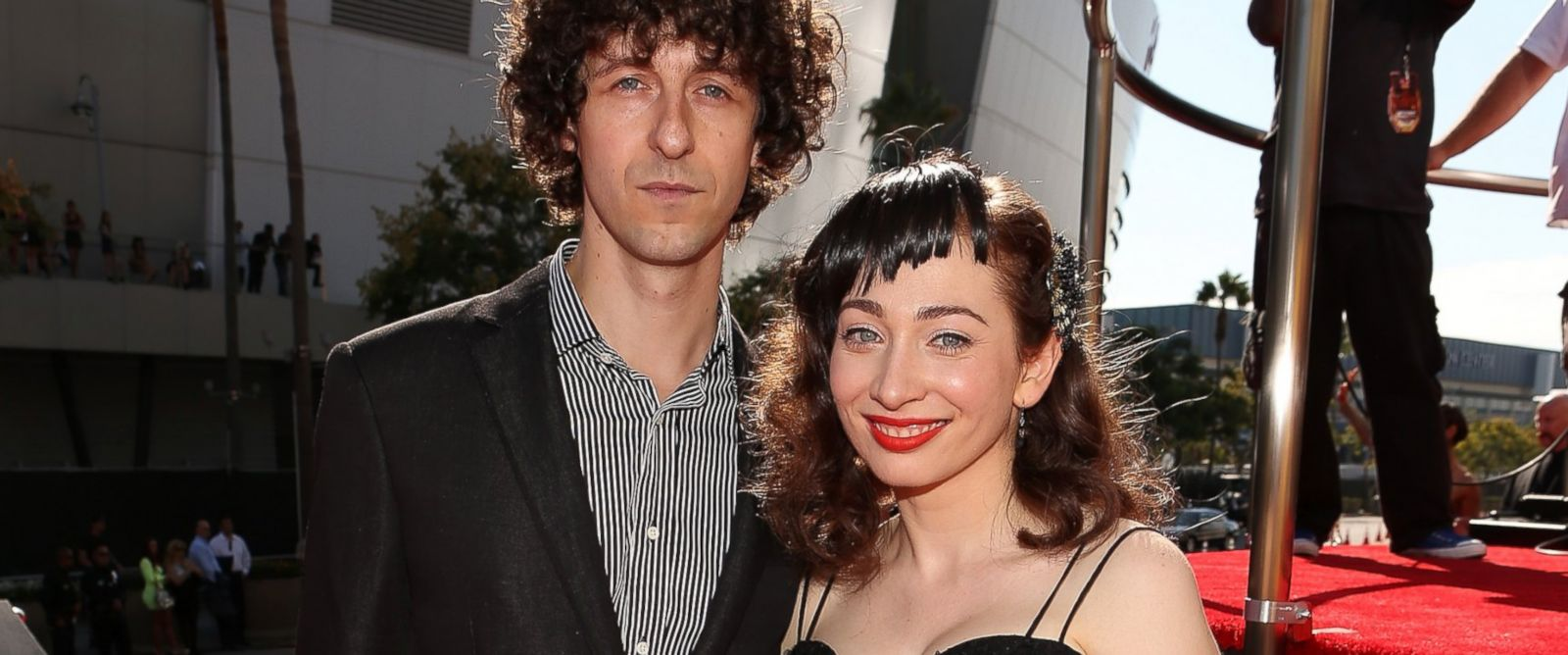 PHOTO: Jack Dishel and Regina Spektor arrive at the 2012 MTV Video Music Awards