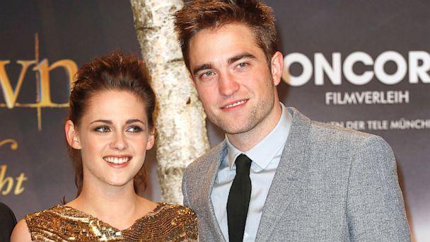 GTY robert pattinson kristen stewart twilight premiere thg 130731 16x9 608 Robert Pattinson Still in Touch With Kristen Stewart