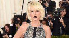 PHOTO: Taylor Swift Goes Metallic for the 2016 Met Gala