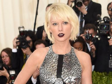 PHOTO: Taylor Swift Goes Metallic for the 2016 Met Gala