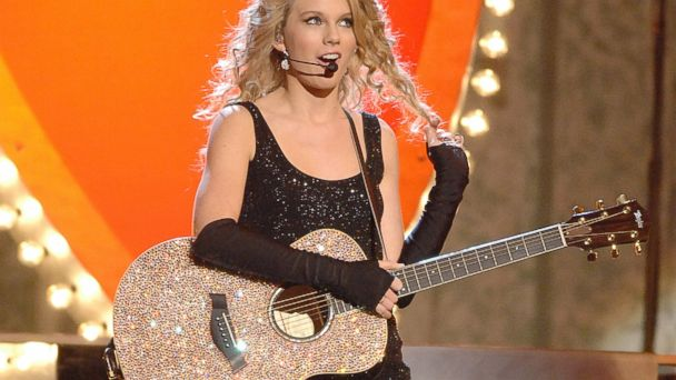 PHOTO:Taylor Swift performs on stage at the 41st Annual CMA Awards at the Sommet Center in Nashville, Tenn., Nov. 7, 2007.