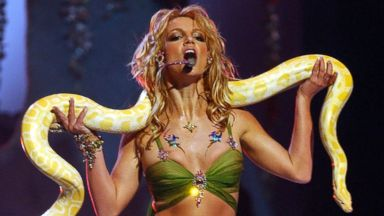 PHOTO: Britney Spears performs during 2001 MTV Video Music Awards - Show at the The Metropolitan Opera House at Lincoln Center in New York City, New York.