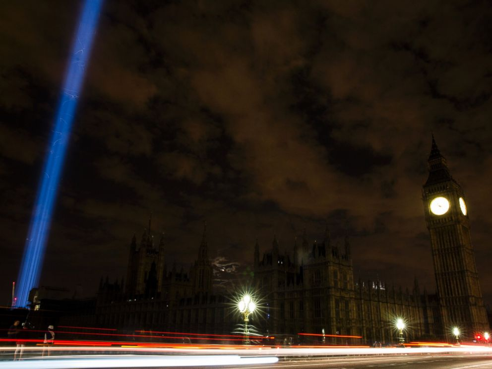 PHOTO: The Houses of Parliament are seen in darkness as the lights are turned off iconic buildings as the city marks the centenary of the outbreak of World War 1 in London, Aug. 4, 2014.